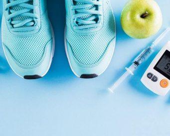 глюкометр, яблуко, кросівки