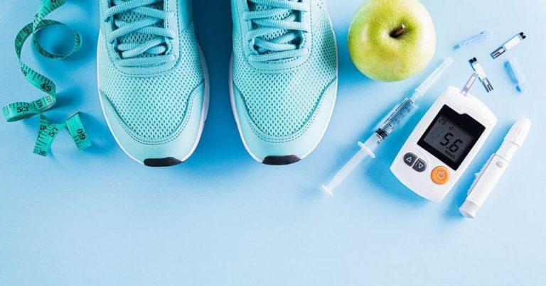 глюкометр, яблоко, кроссовки