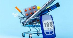 глюкометр, таблетки та шприці у возику